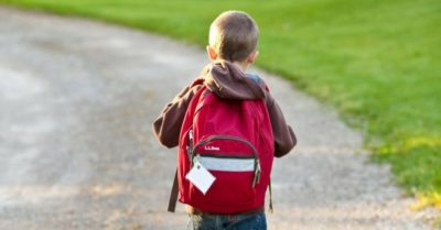 is a heavy back pack bad for my kid - Home Physio Group